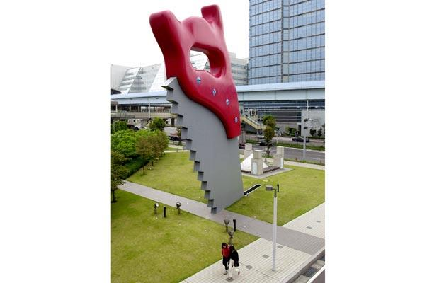 Claes Oldenburg (Saw, 1996, located in Tokyo) - steel and resin, 50 ft tall